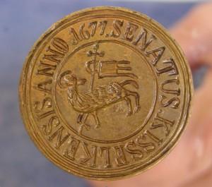 Abb.1: Das Kleinschelker Siegel aus dem Jahr 1677 (Das Siegel befindet sich im historischen Museum von Hermannstadt)